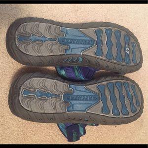Shoes - Sketchers Sandals